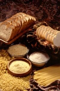 כדאי לשלב מזונות עם פחמימות מורכבות כמו פסטה מלאה ולחם מחיטה מלאה
