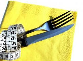 לפני או אחרי האוכל? על נטילה נכונה של  ויטמינים ותוספי תזונה.