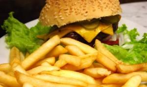 רצוי להמנע ממזון מטוגן  רצוי להמנע ממזון מטוגן