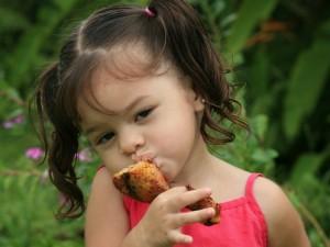 """אכילה מאוזנת נותנת ריכוז וכוח לילדים בביה""""ס."""