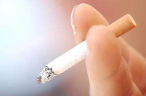 עישון סיגריות מכלה ויטמין C ומגוון ויטמיני B