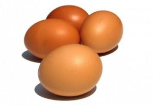ויטמין B12 נמצא בבשר, דגים, פירות ים, ביצים וחלב ומוצריו.