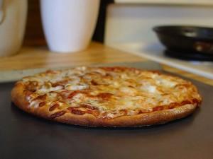 פיצה מופחתת שומן עם מחצית הקלוריות