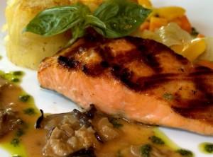 לארוחת ערב: 150 גרם סלמון צלוי או אפוי כפית שקדים קלויים
