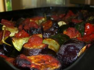 חצילים אפויים ברוטב עגבניות